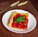 Tarta de tomates cherry con aliño balsámico y hierbas