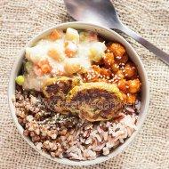 Bol de cereales, legumbres y verduras